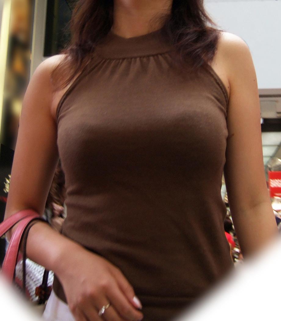 【着胸エロ画像】冬が来る前に…もう一度薄着の乳袋ファッションを見たくてwww 09