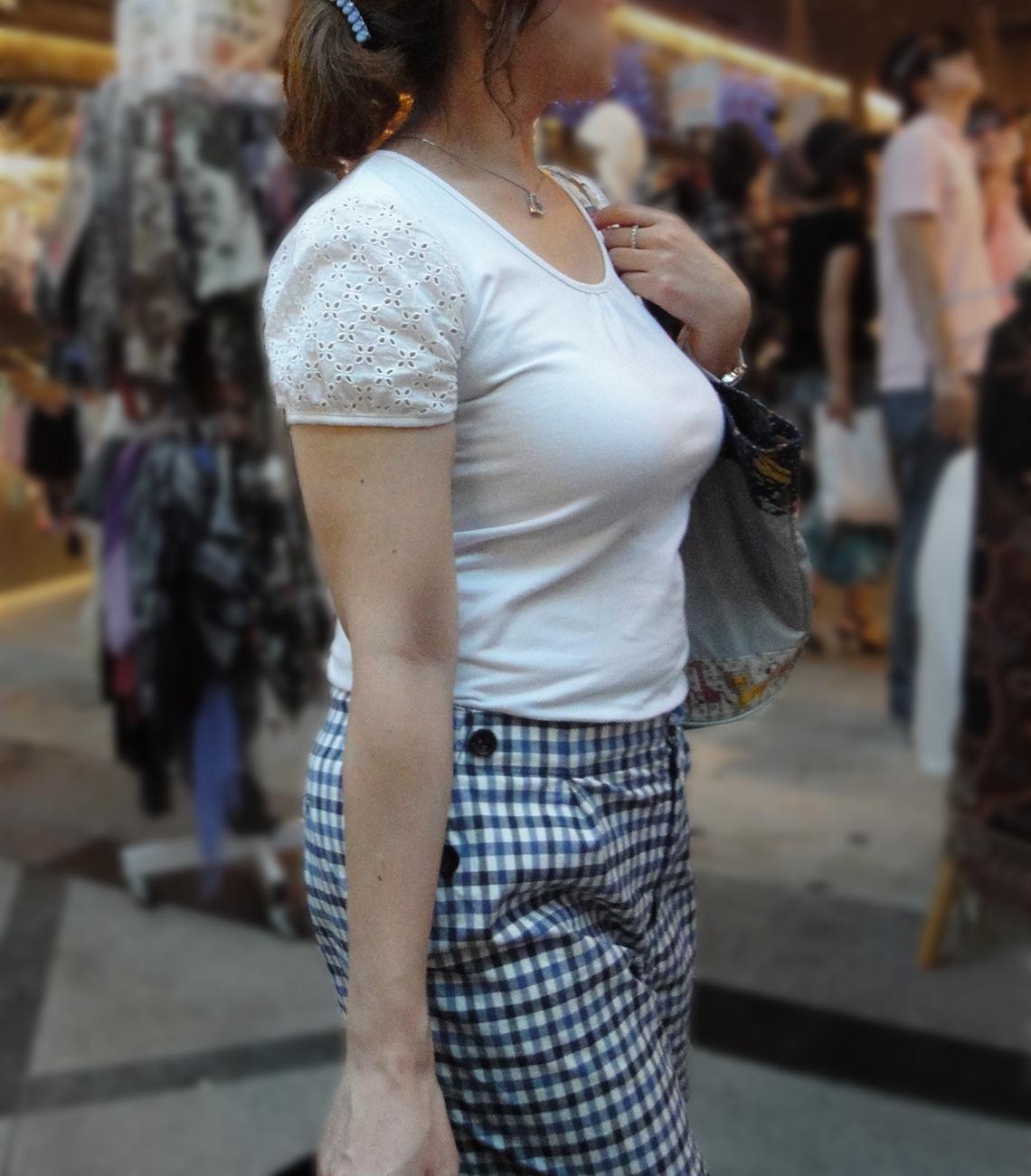【着胸エロ画像】冬が来る前に…もう一度薄着の乳袋ファッションを見たくてwww 14