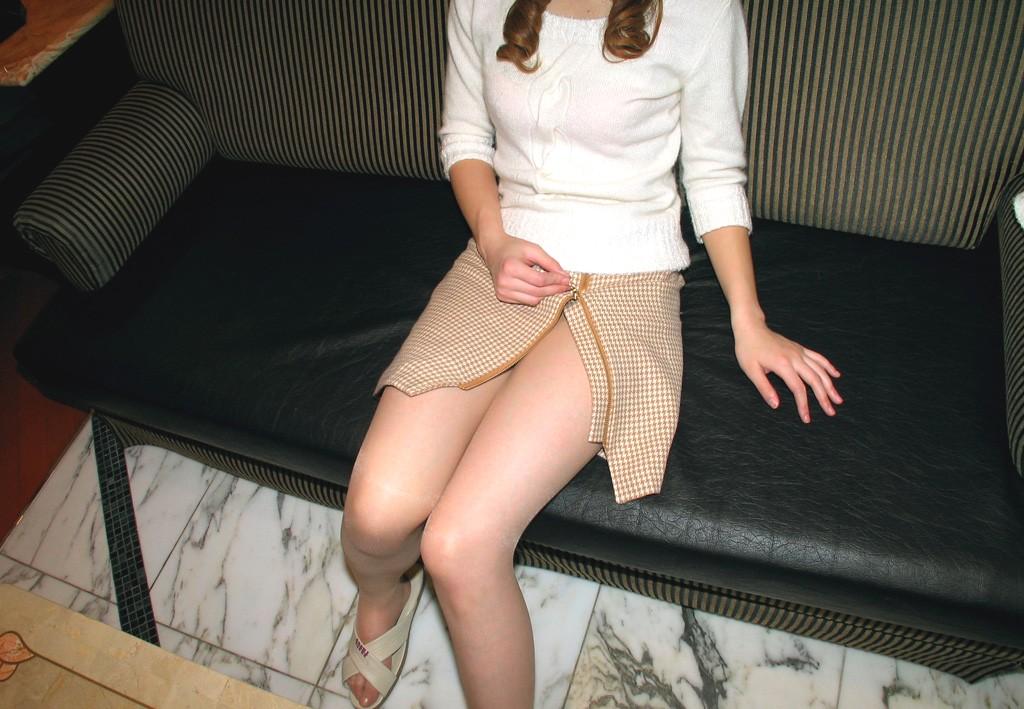 【太ももエロ画像】イイ感じのムッチリ加減こそな女の太もも撮りwww 06