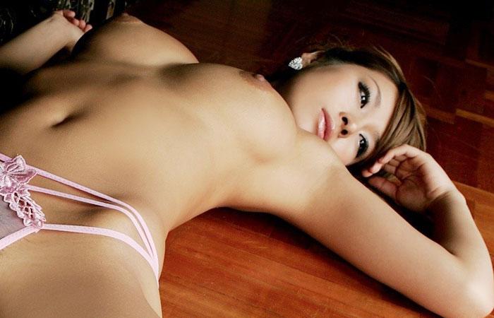【腋フェチエロ画像】揉みながら舐めるのが最適w美女のおっぱいと生腋www 001