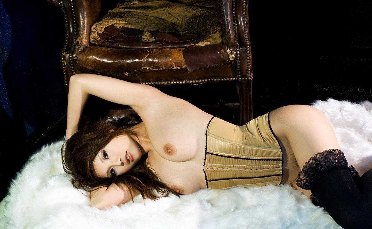 【腋フェチエロ画像】揉みながら舐めるのが最適w美女のおっぱいと生腋www 09