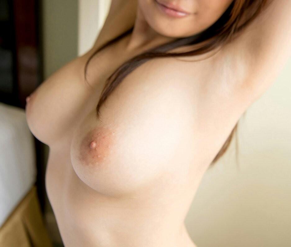 【腋フェチエロ画像】揉みながら舐めるのが最適w美女のおっぱいと生腋www 14