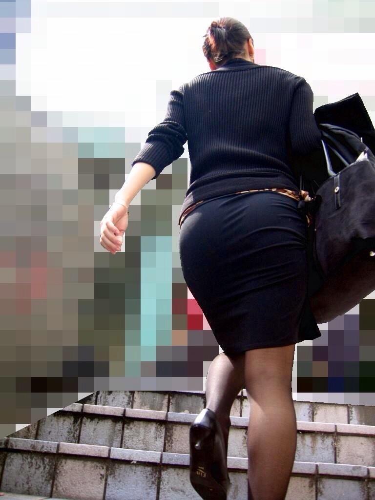 【着尻エロ画像】パツパツは安産型の予感wタイトが際立てたOLさんの巨尻www 11