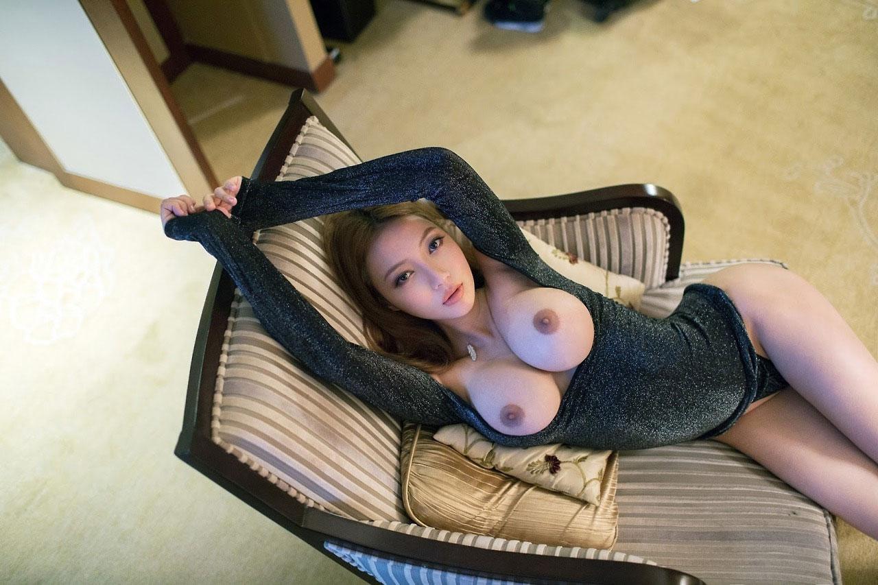 【偽乳エロ画像】マッサージして揉めるようにすべき!明確過ぎな豊胸おっぱいwww 13