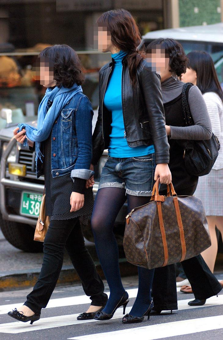 【着胸エロ画像】ニットは特に注目!冬でも絶対にいる着衣巨乳の方々www 10