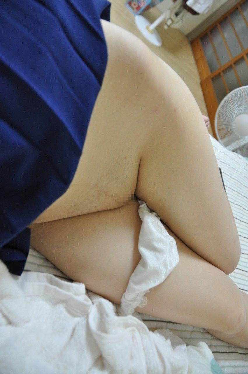 【股間エロ画像】冬は暖かくどうぞw気持ち寒そうなツルツルなパイパン局部www 08