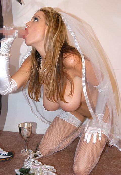 【海外エロ画像】相手は新郎ではないらしいw花嫁衣裳でやらかす新婦たちwww 02