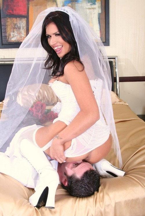 【海外エロ画像】相手は新郎ではないらしいw花嫁衣裳でやらかす新婦たちwww 13