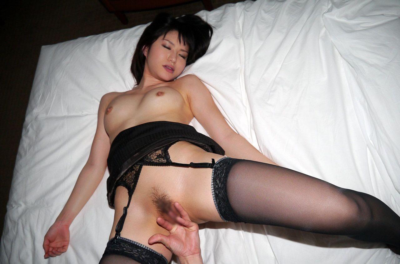 【愛撫エロ画像】膣中は優しく…弱点探して責めるのが指マンの基本www 11