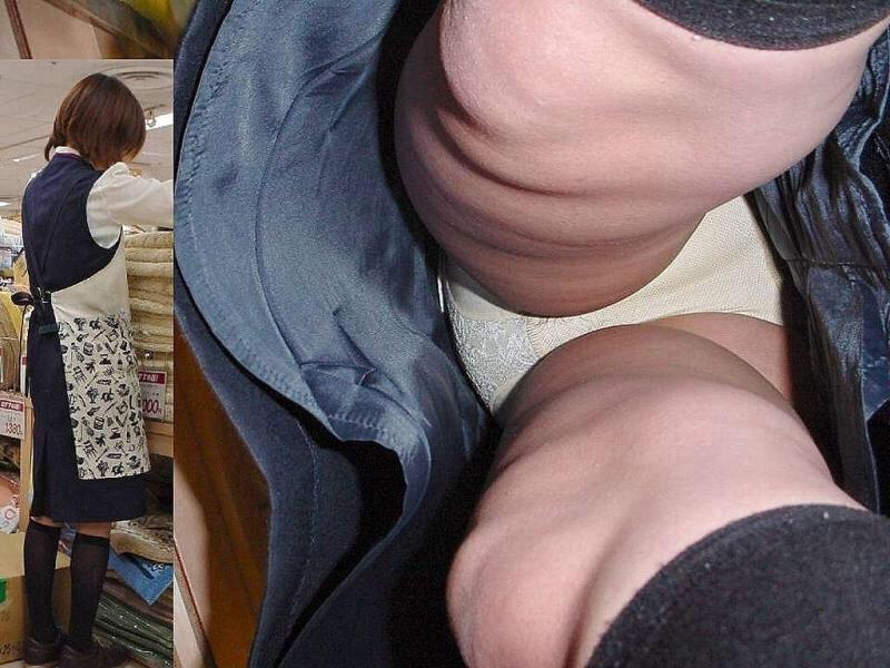 【パンチラエロ画像】いかに真下に潜るか…出来たら見放題な逆さ撮りパンチラwww 11
