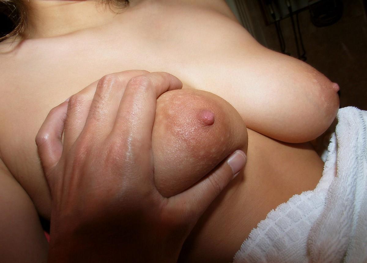 【乳揉みエロ画像】乳首摘みながら出来れば優秀w揉まれる美女の生乳www 08