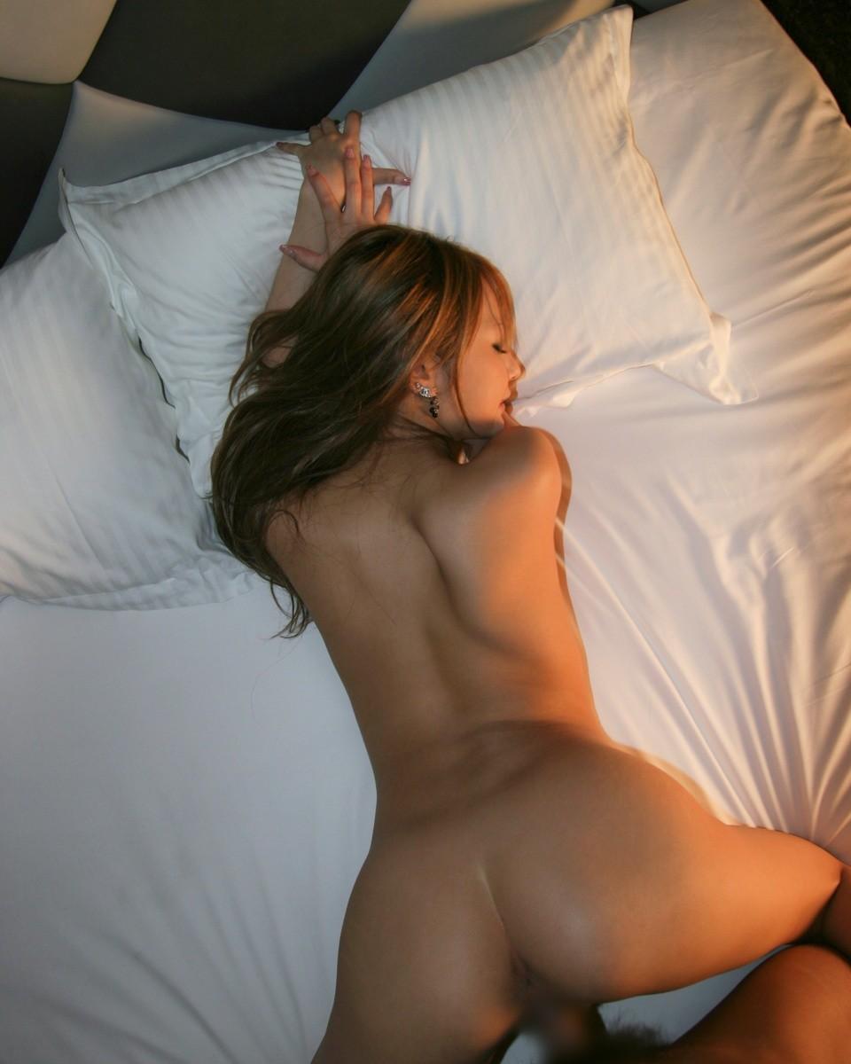 【性交エロ画像】やっぱり後ろからが…バックで美尻を深々と堪能www 05