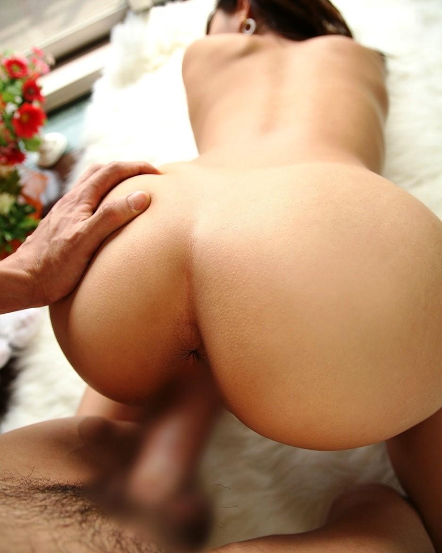 【性交エロ画像】やっぱり後ろからが…バックで美尻を深々と堪能www 06