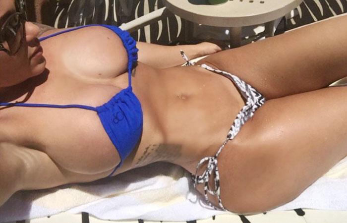 【水着エロ画像】世界の常夏の地なら居るはずのポロリ寸前なビキニ巨乳美女www 001