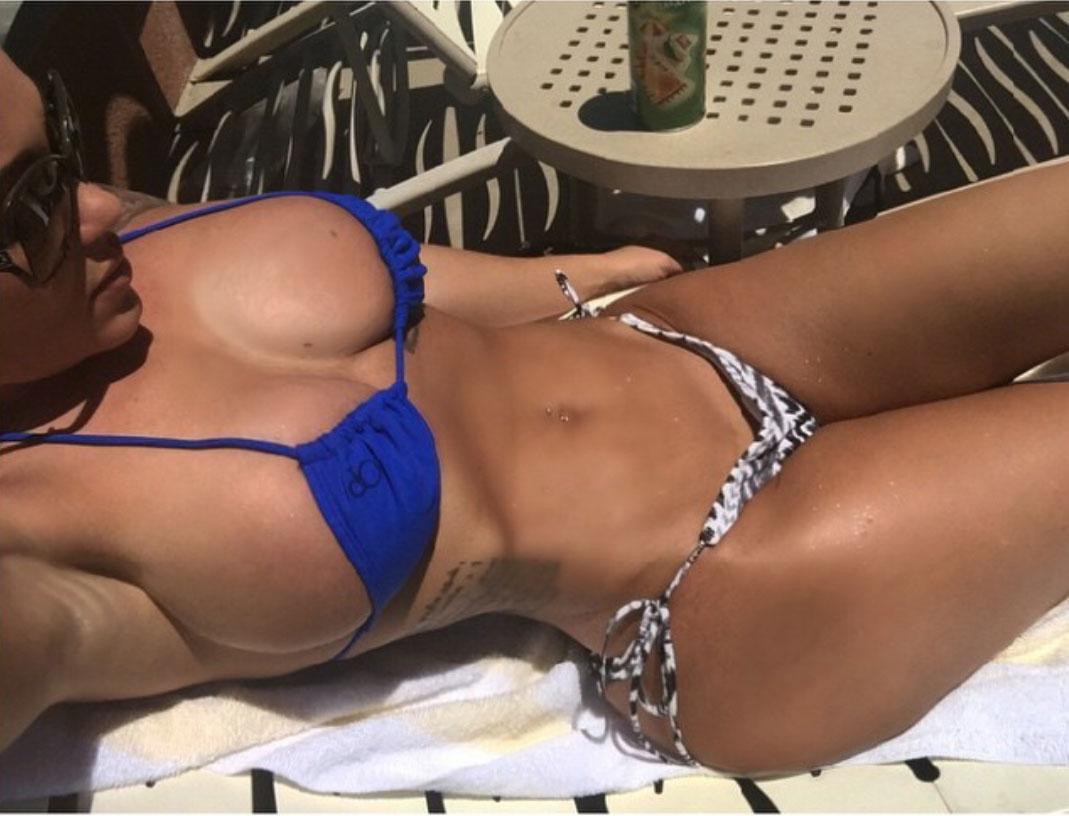 【水着エロ画像】世界の常夏の地なら居るはずのポロリ寸前なビキニ巨乳美女www 15