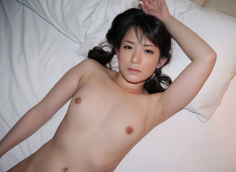 【ちっぱいエロ画像】乳房の形が可愛らしいぺったんこじゃない貧乳ちゃんまとめ! 23
