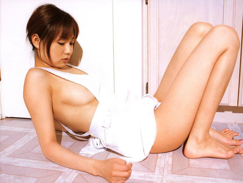 【裸エプロンエロ画像】こうやって見ると裸エプロンもただの変態スタイルだなwww 04