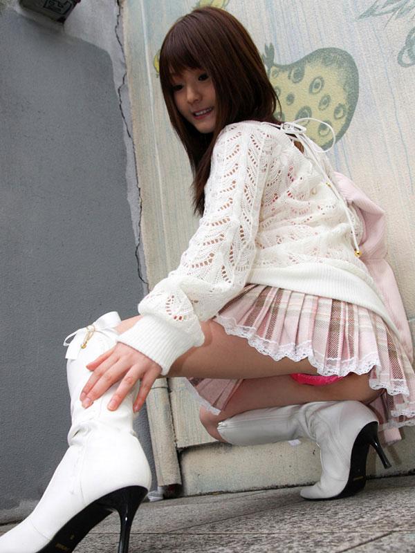 【美脚エロ画像】スラリとした美脚に色気をプラスしてくれるミニスカさん! 03
