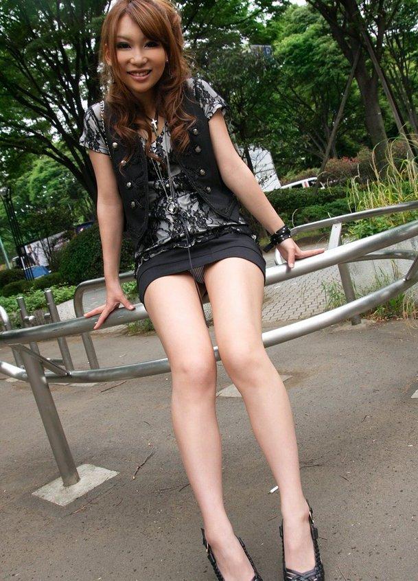 【美脚エロ画像】スラリとした美脚に色気をプラスしてくれるミニスカさん! 13