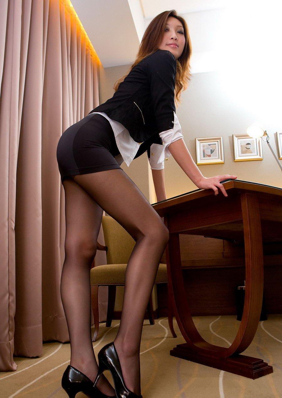 【美脚エロ画像】スラリとした美脚に色気をプラスしてくれるミニスカさん! 18