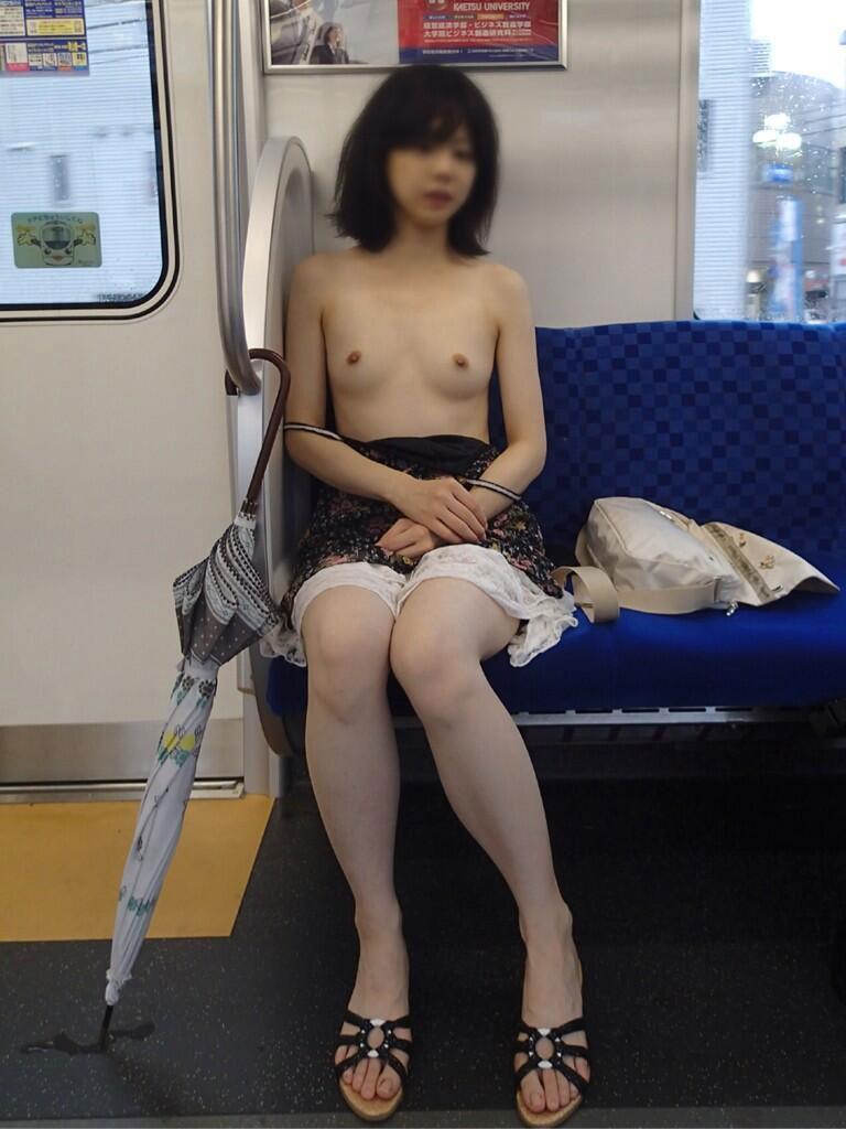 【電車エロ画像】人の少ない路線で平然と行われている電車露出という変態行為www 08