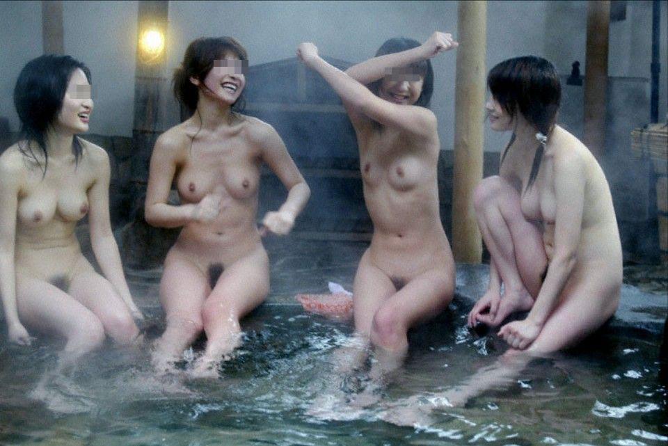 【露天風呂エロ画像】温泉でしっとり肌になった女性の野外ヌードのエロさwww 19