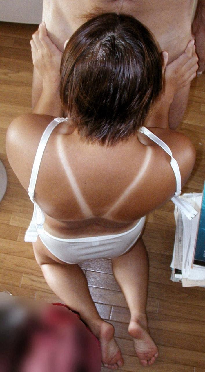 【日焼けエロ画像】くっきりと痕が残っている日焼けボディはいつでも股間を刺激してくるwww 22