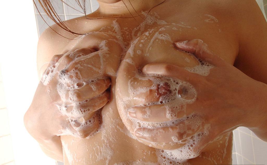 【入浴中エロ画像】普通にお風呂に入ってるだけでもエロい女の子ってwww 10