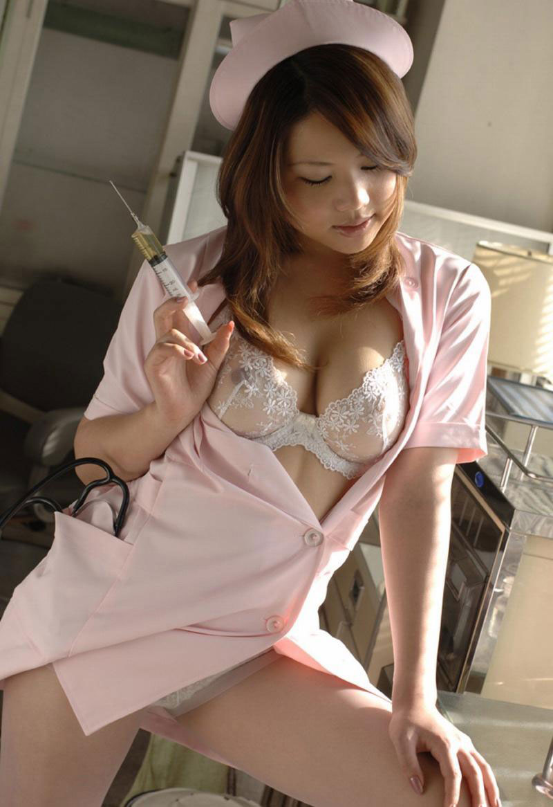 【ナースエロ画像】白衣の天使が制服を乱してるって背徳的だよなwww 09