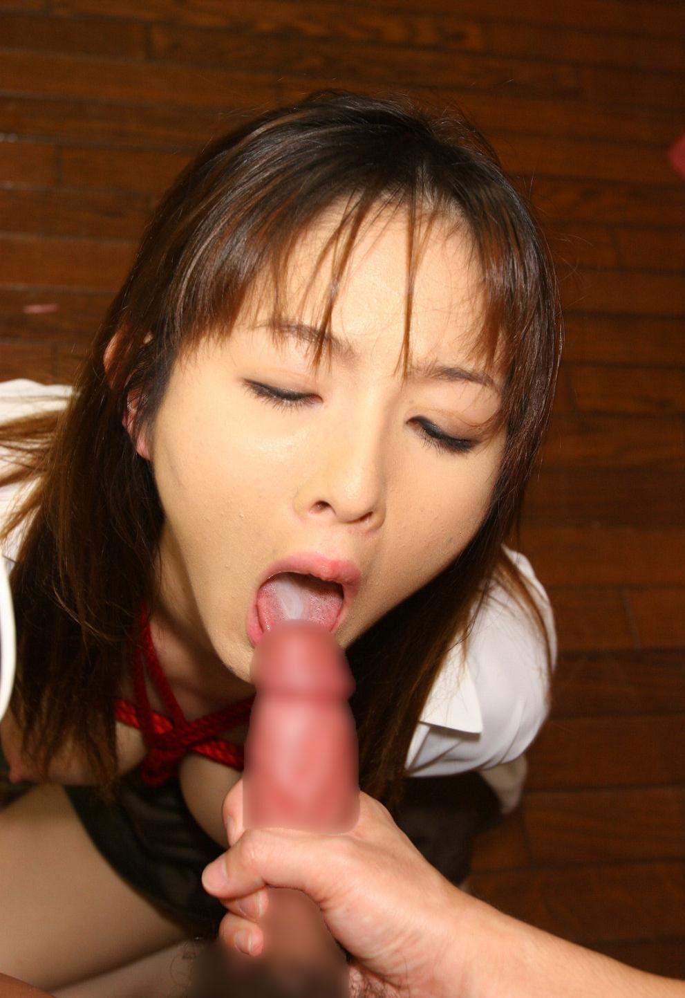 【口内射精エロ画像】フェラで抜いた女の子のお口から精液がとろ~りwww 21