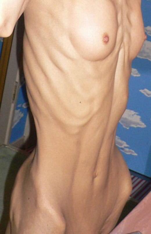 【ガリガリエロ画像】ちゃんと食べてるのか心配になるぐらい細い女の子ってwww 42