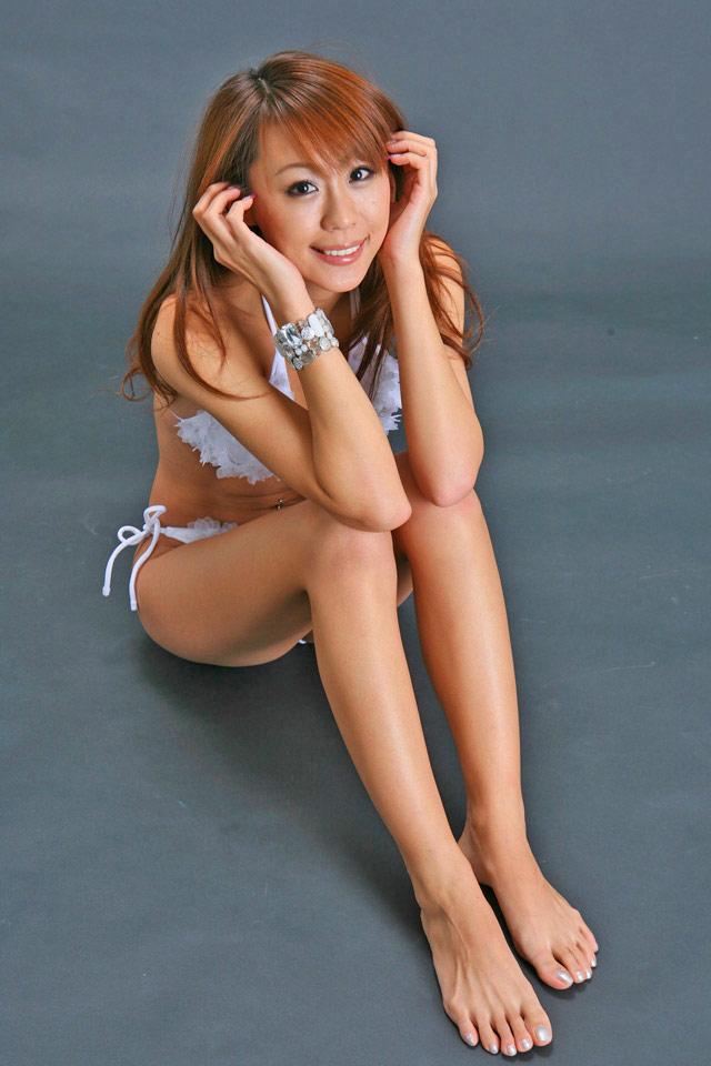 【生足エロ画像】スラリと伸びた美脚を生で楽しむ最高のエロスwww 12