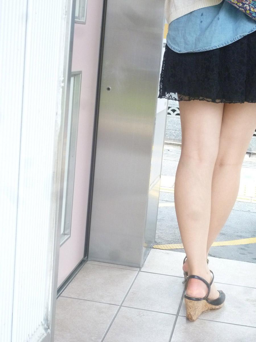 【生足エロ画像】スラリと伸びた美脚を生で楽しむ最高のエロスwww 18