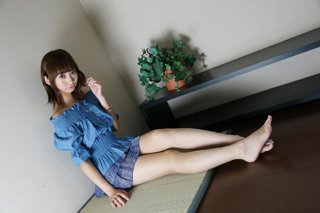 【生足エロ画像】スラリと伸びた美脚を生で楽しむ最高のエロスwww 20