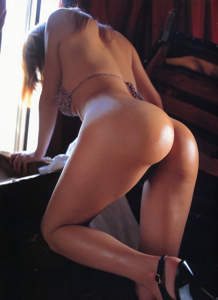 【南米エロ画像】サンバで鍛えられた南米のお姉さんたちの巨尻が素晴らしいwww 16