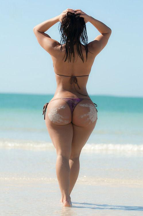 【南米エロ画像】サンバで鍛えられた南米のお姉さんたちの巨尻が素晴らしいwww 18