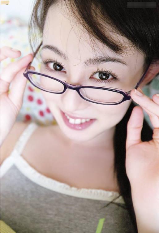 【メガネエロ画像】エロはいいから眼鏡かけた女の子が見たいという方に捧げる画像集! 21