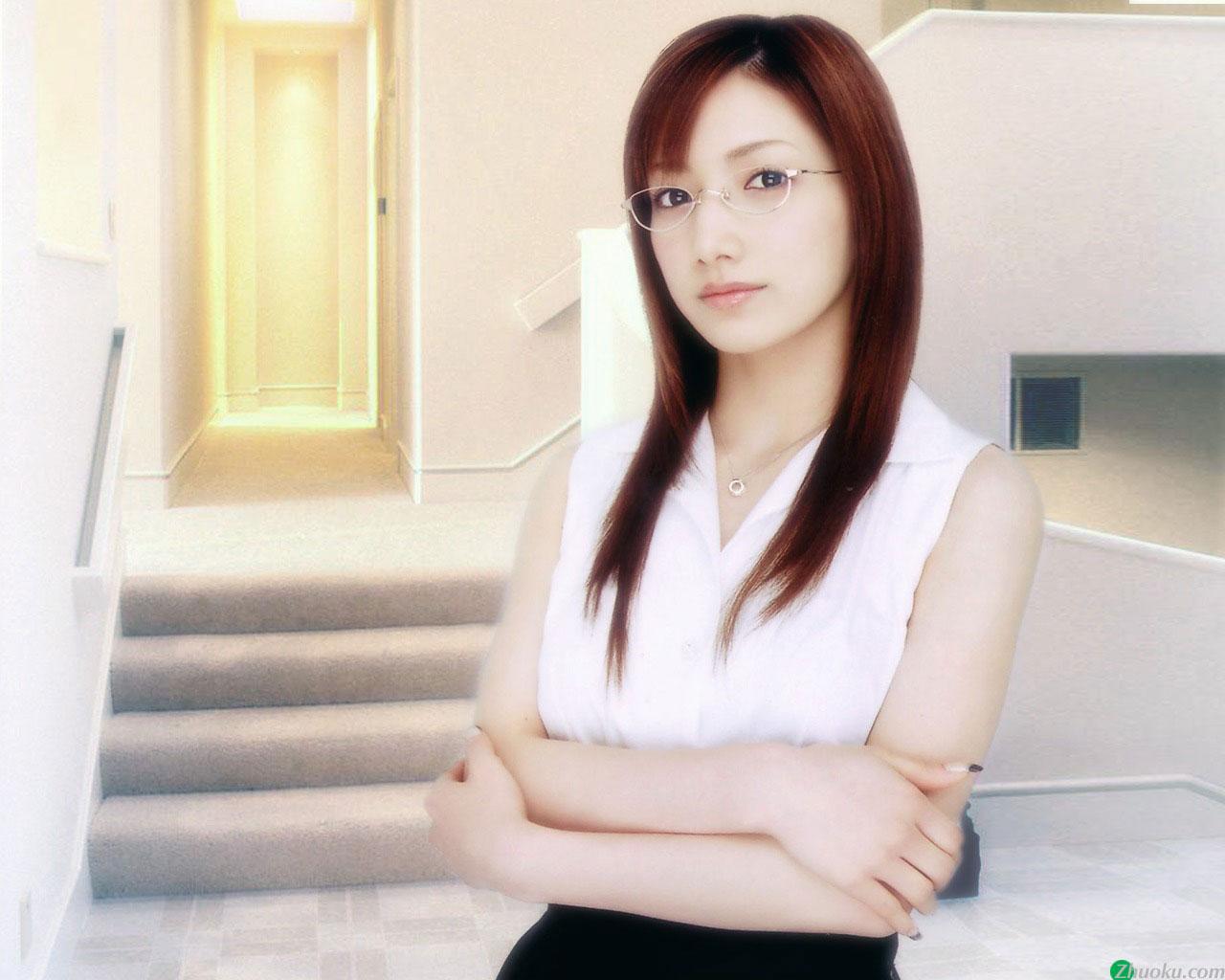 【メガネエロ画像】エロはいいから眼鏡かけた女の子が見たいという方に捧げる画像集! 24