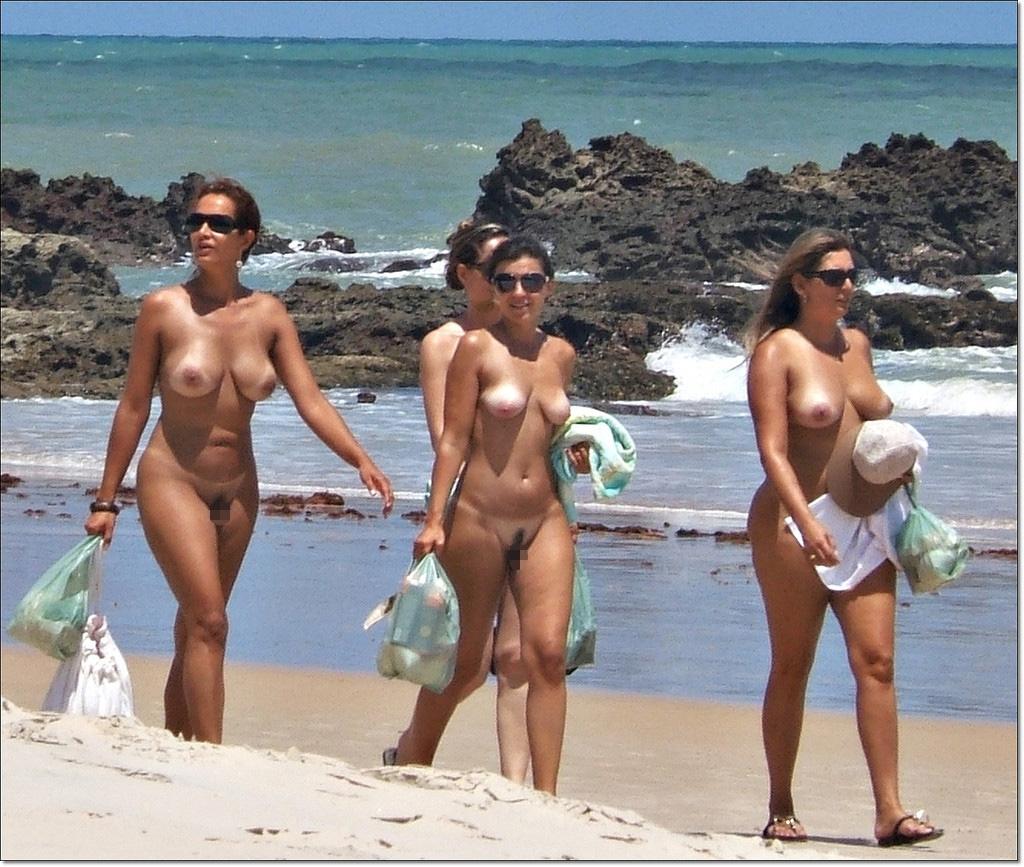【海外エロ画像】どうして日本にはヌーディストビーチがないんだよ!!! 08