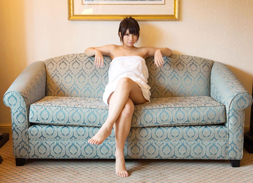 【バスタオルエロ画像】風呂上がりにタオルで体を隠している女性にいますぐ襲いかかりたい! 27