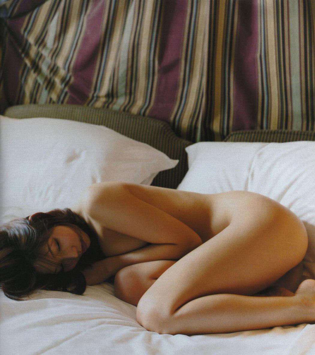 【ヌードエロ画像】立ったヌードよりエロスを感じる寝姿の全裸画像集! 06