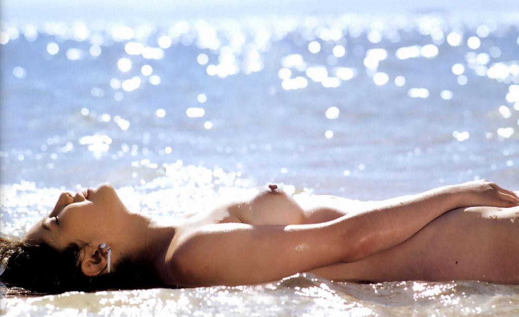 【ヌードエロ画像】立ったヌードよりエロスを感じる寝姿の全裸画像集! 24