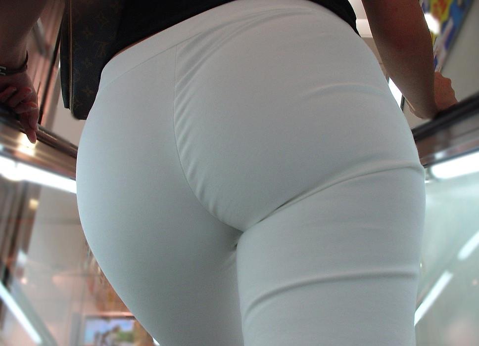 【美尻エロ画像】ピッチリとパンティーが張り付いている感じのお尻って可愛いよなwww 11
