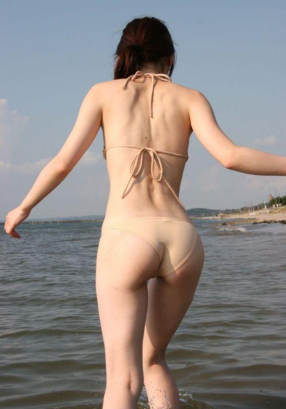 【美尻エロ画像】ピッチリとパンティーが張り付いている感じのお尻って可愛いよなwww 12