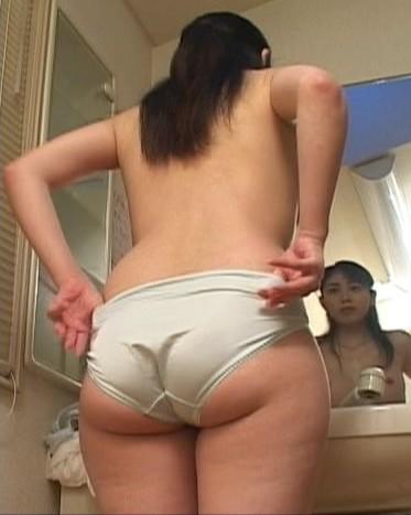 【美尻エロ画像】ピッチリとパンティーが張り付いている感じのお尻って可愛いよなwww 16