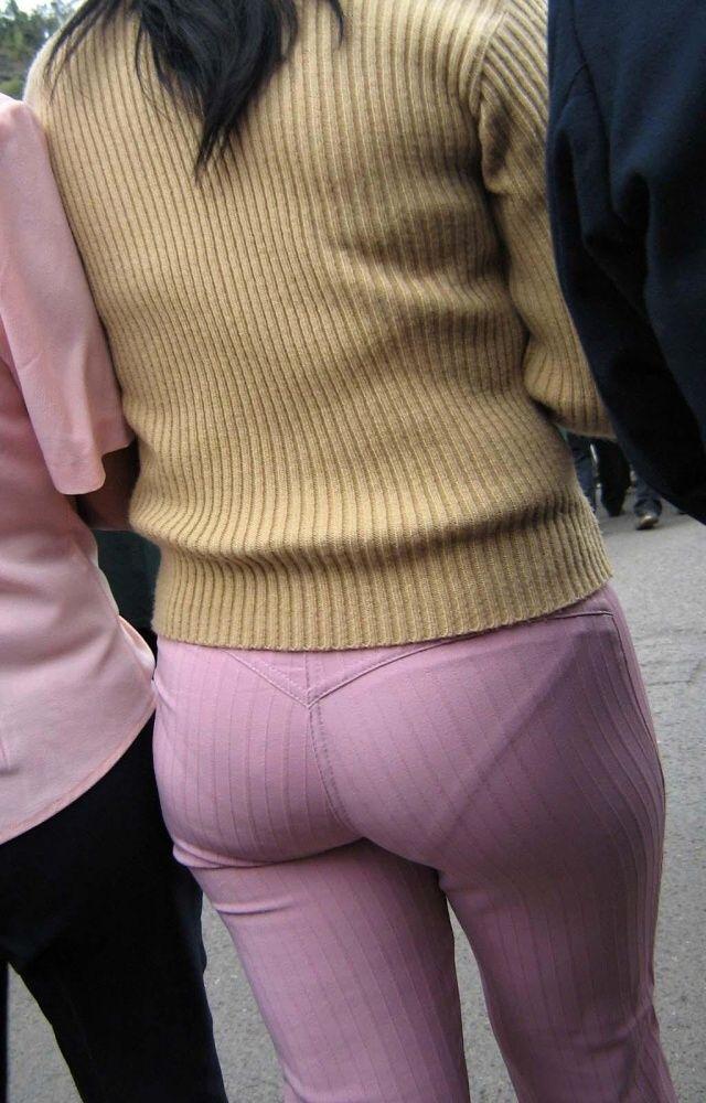 【美尻エロ画像】ピッチリとパンティーが張り付いている感じのお尻って可愛いよなwww 27
