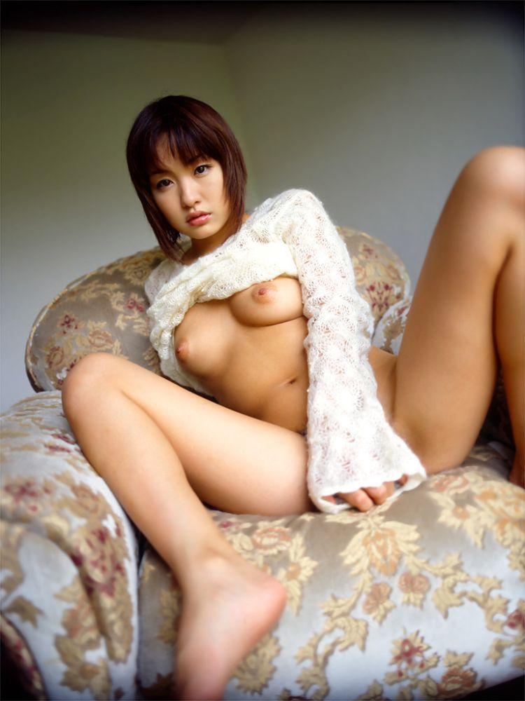 【脱衣エロ画像】やや乱れた感じがある脱衣中の着衣画像の色気がすごいwww 25