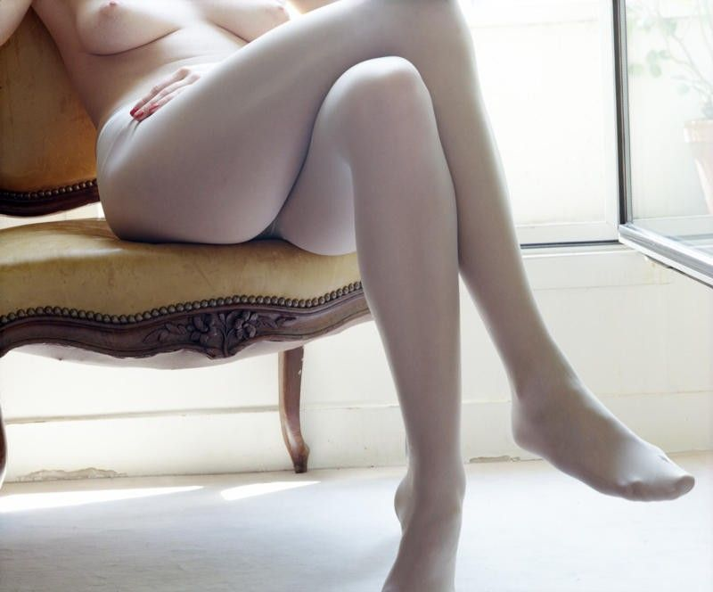 【美脚エロ画像】魅力的な美脚に色気を加える足組みという体勢についてwww 13