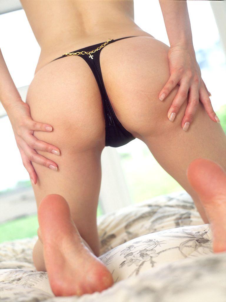 【くぱぁエロ画像】お尻を突き出した状態でくぱぁしている女性は確実に挿入を求めている! 15