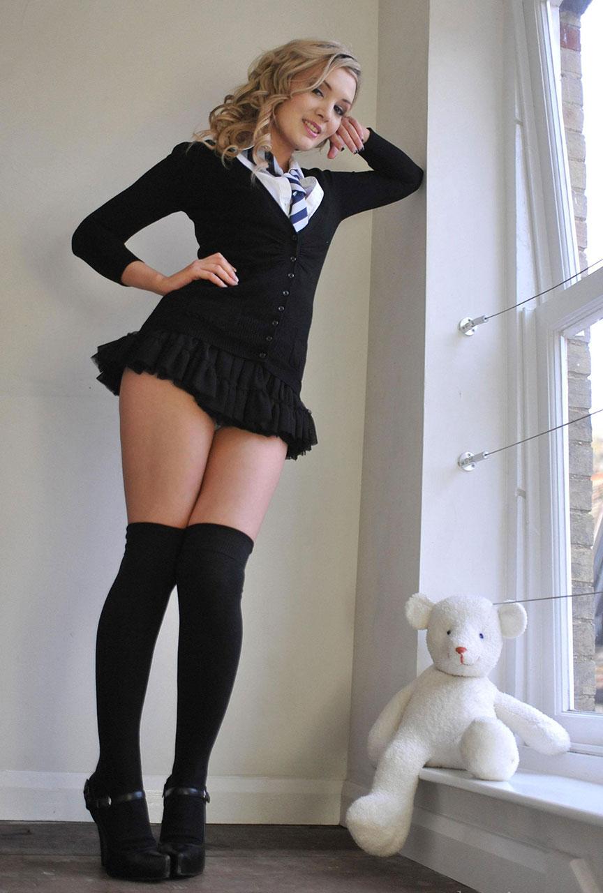 【外国人エロ画像】海外の女性が着るセーラー服のコスプレ感とエロさwww 16